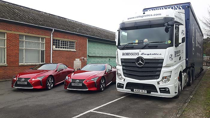Ral Truck with 2 Lexus cars from the front