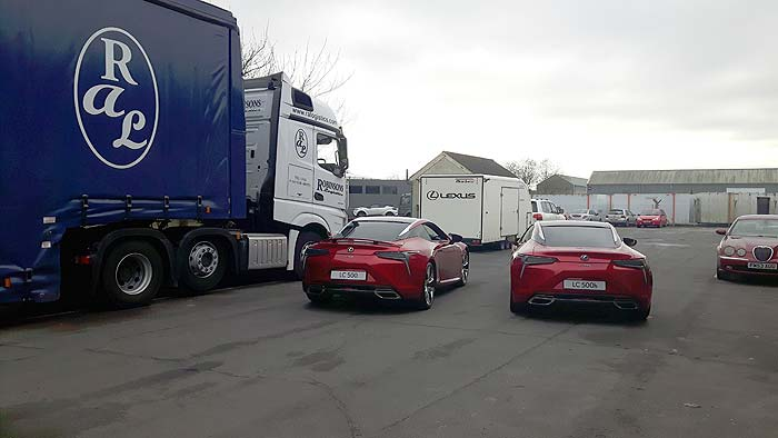 Ral Truck with 2 Lexus cars from the rear